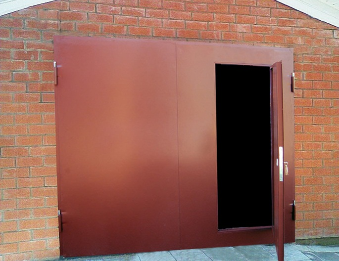 ворота распашные для гаража