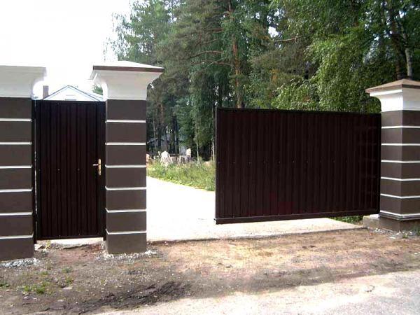 откатные ворота с калиткой 1