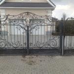 Кованные автоматические распашные ворота